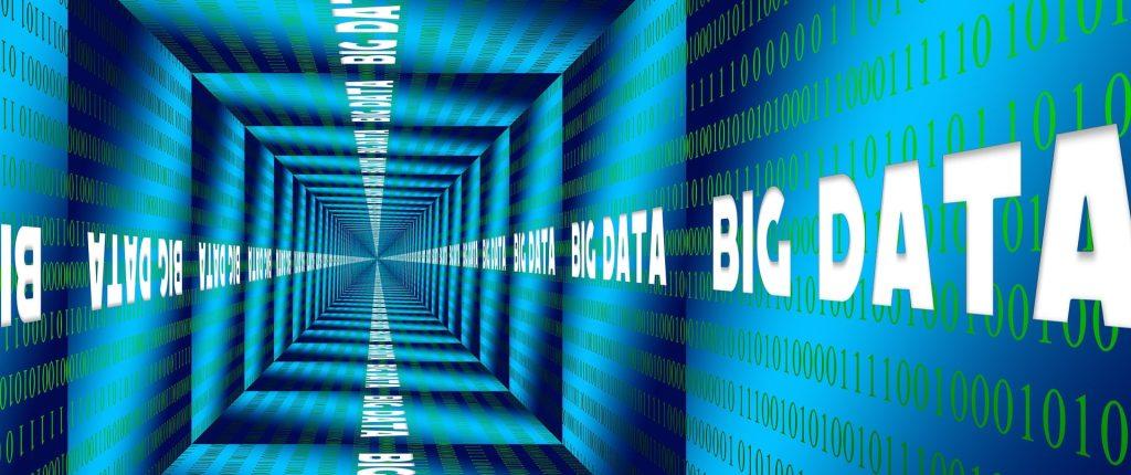 characteristics of a data warehouse